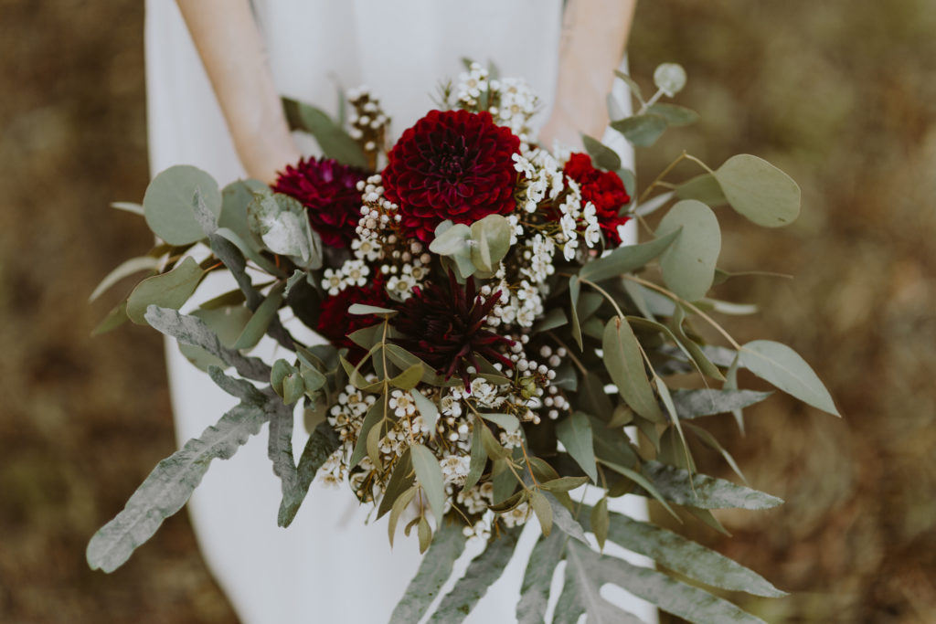 bukiet-slubny-panna-mloda-dalia-eukaliptus-kwiaciarnia-badylarz