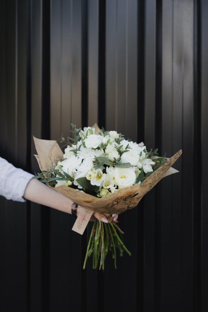 bukiet-okolicznosciowy-eustoma-koreanka-kwiaciarnia-badylarz