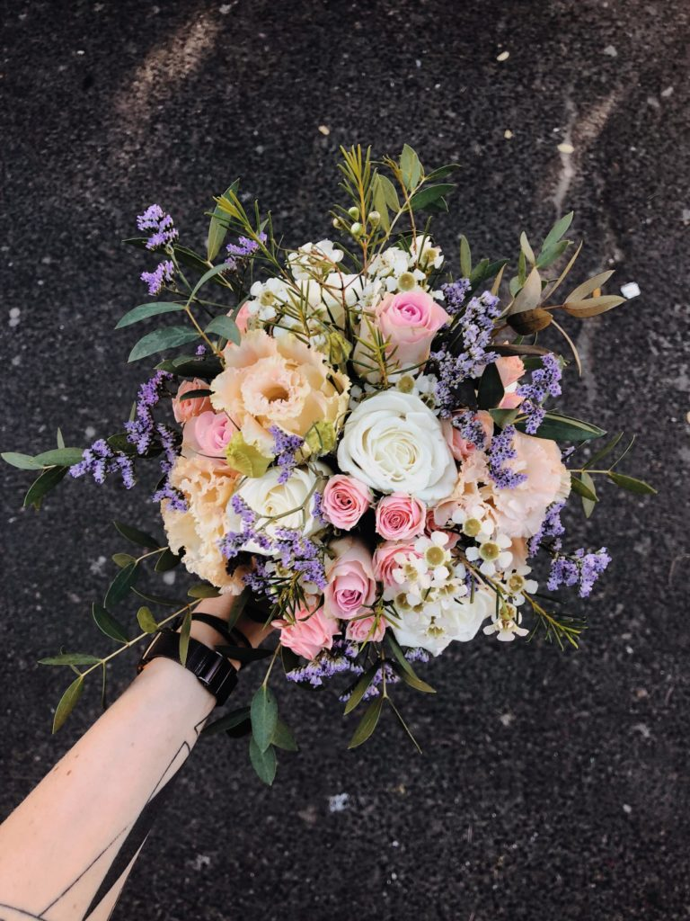 bukiet-slubny-eustoma-roza-kwiaciarnia-badylarz