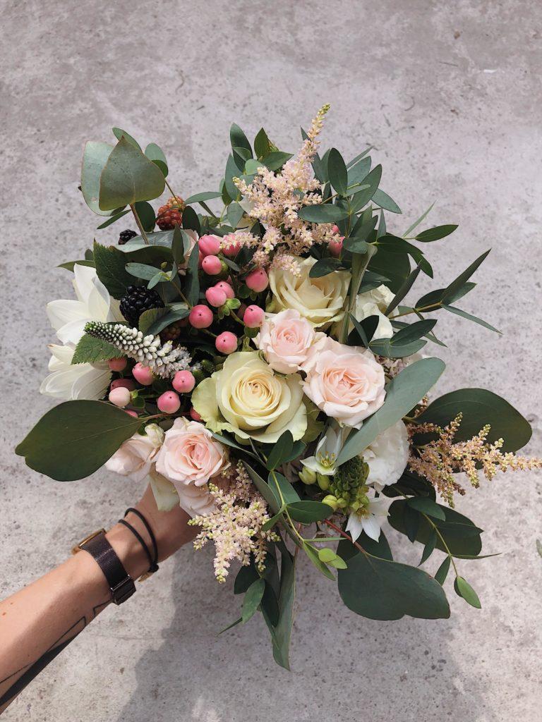 bukiet-slubny-roza-jezyny-kwiaciarnia-badylarz