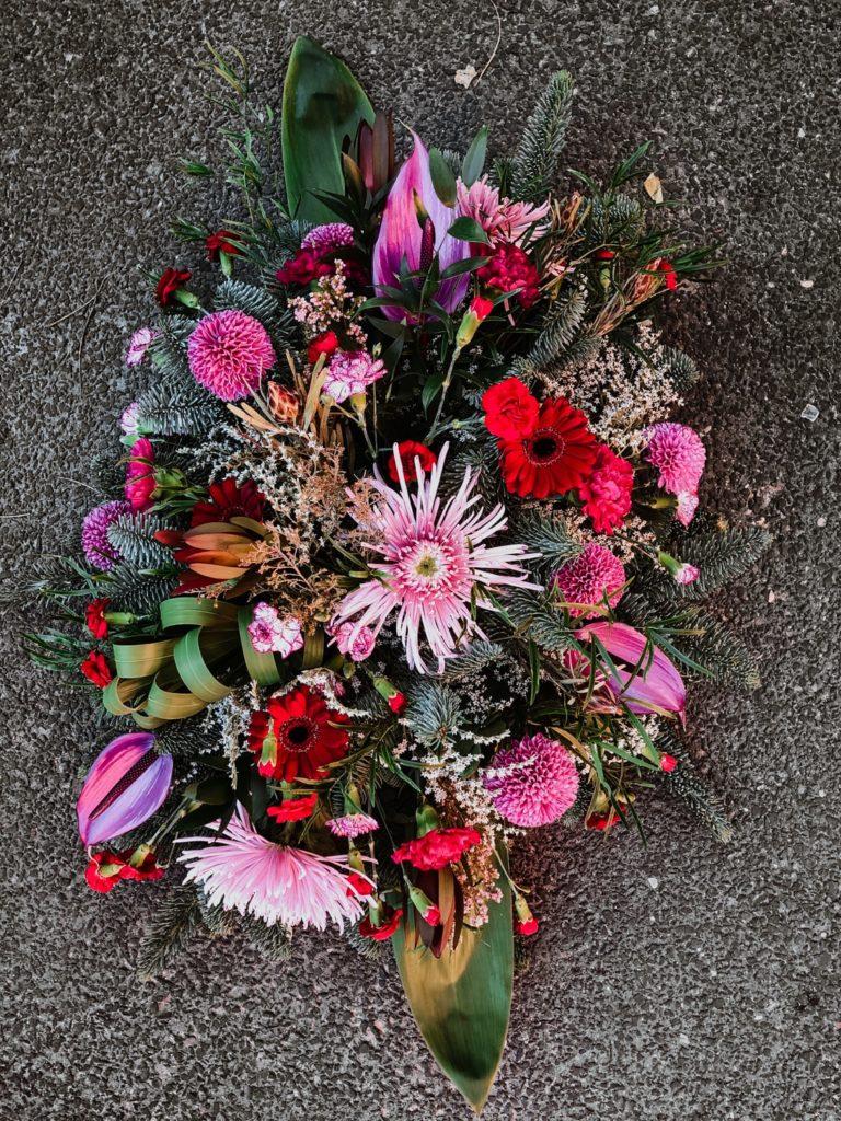 wiazanka-pogrzebowa-zywe-kwiaty-kwiaciarnia-badylarz