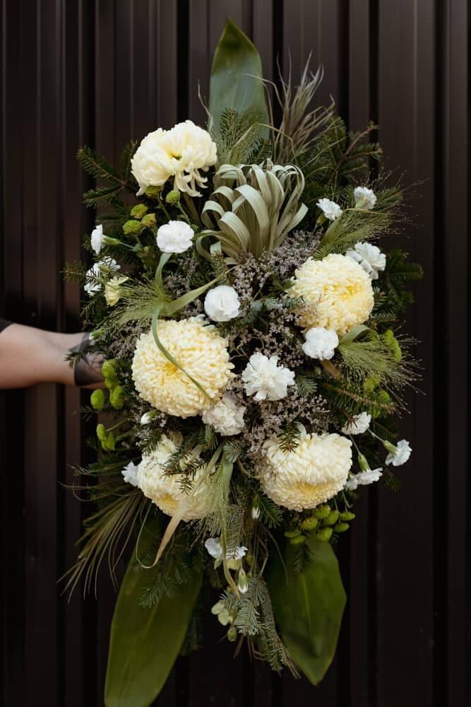 wiazanka-pogrzebowa-wszystkich-swietych-zywe-kwiaty-kwiaciarnia-badylarz