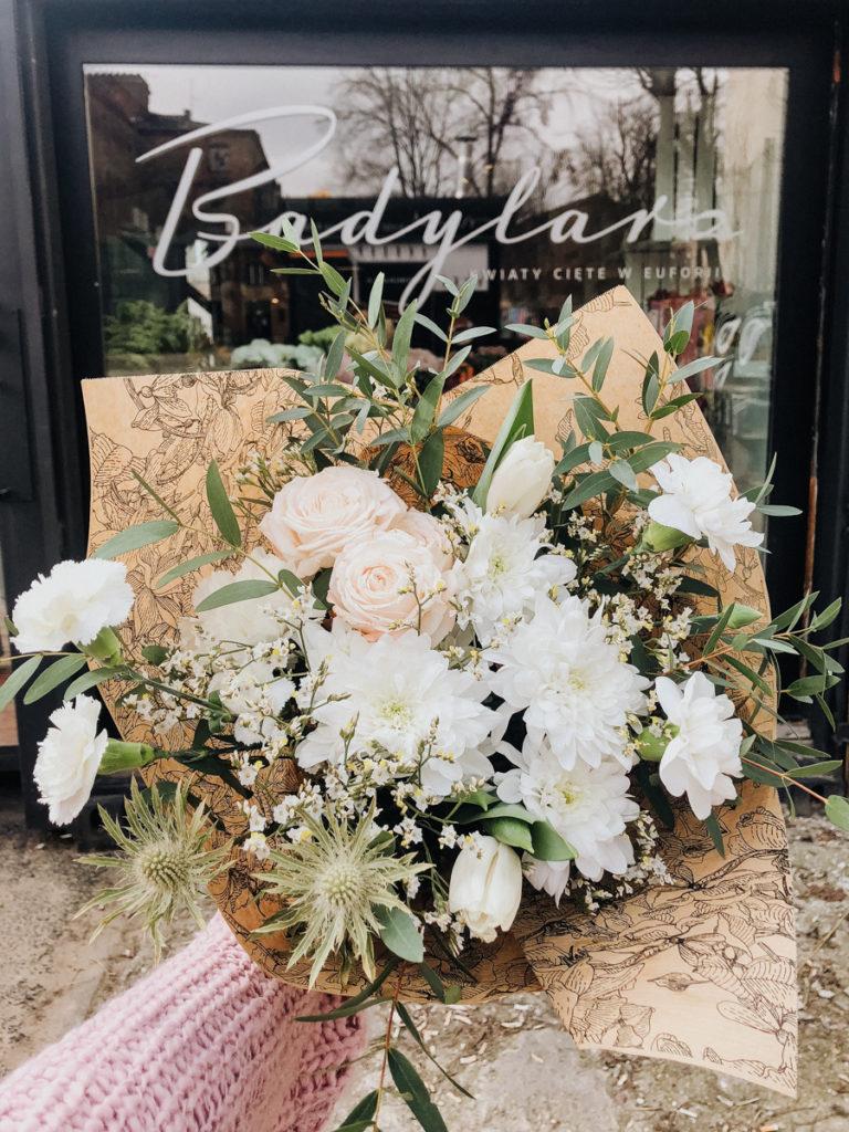 bukiet-okolicznosciowy-jasne-kwiaty-kwiaciarnia-badylarz-off-piotrkowska