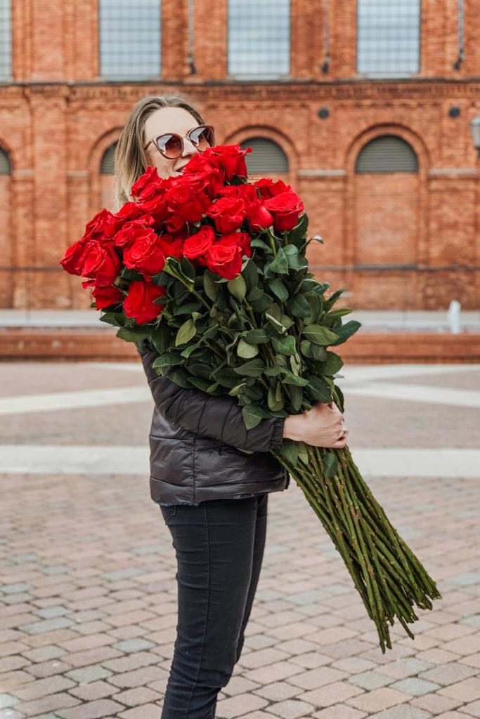 dlugie-czerwone-roze-kwiaciarnia-badylarz-manufaktura