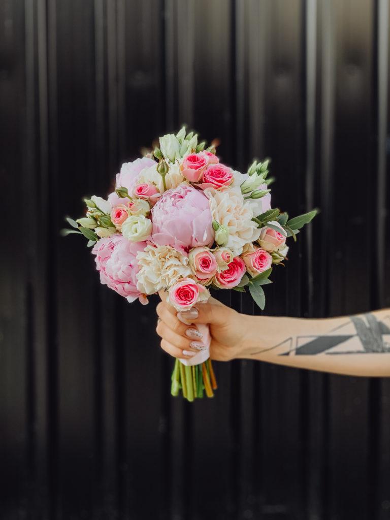 bukiet-slubny-badylarz-piwonia-roza-kwiaciarnia-badylarz
